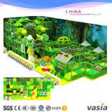 Patio de interior del tema de la selva para los items de los niños