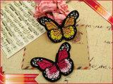 Hierro en escritura de la etiqueta del bordado de la mariposa de la ropa de la escritura de la etiqueta del bordado de la tela