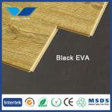 Черное ЕВА положенное в основу для деревянного настила