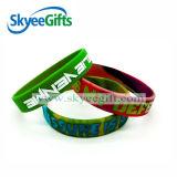 Debossed encheu-se com os braceletes do silicone