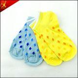 ジャカード女性の綿の足首のソックスを卸しでカスタム設計しなさい