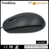 大きく黒いスクロール車輪のUSBによってワイヤーで縛られる安いコンピュータマウス