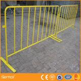 El acontecimiento resistente se atrinchera las barreras peatonales usadas para proteger a gente