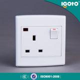 Igoto 영국 공업 규격 3 Pin 13 네온을%s 가진 벽 스위치 그리고 소켓