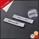 Escritura de la etiqueta tejida ropa popular del diseño simple