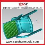 Molde plástico da cadeira do braço com projeto da tecla