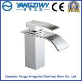 Grifo de cobre amarillo del lavabo de la nueva alta calidad del diseño Yz5045