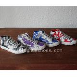 Camouflage avec des chaussures de toile de confort