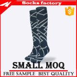 Form-Knie-hohe Socken der Männer kundenspezifisch