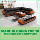 居間のホーム現代家具の革コーナーのソファー