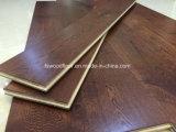 Suelo ancho de madera sólida del roble del color del café del tablón