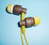 Связанные проволокой волшебные ядровые деревянные наушники нот с регулятором звука