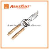 La gota de las herramientas que cultivaban un huerto forjó la mano de madera floral Pruner de las tijeras de podar