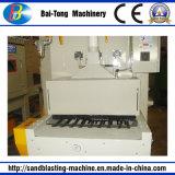 Máquina automática del chorreo de arena del transportador de correa para el shell del móvil