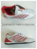 新式のスポーツは/Comfortの靴の/Fashionの靴か男の子の靴に蹄鉄を打つ