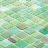 Azulejo claro cortado mano verde del vidrio manchado de Backsplash de la cocina