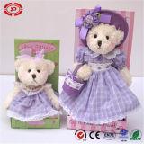 Teddy Mum en Pluche van het Stuk speelgoed van de Dochter de Mooie dragen