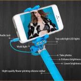 Lampe-torche de câble Monopod avec la lumière instantanée de DEL pour le bâton de Selfie (RKMINI4)