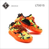 Capretti e pattini arancioni della scarpa da tennis delle donne LED con Outsole chiaro
