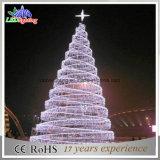Il grande albero di spirale di natale ha decorato l'albero di Natale 2015 della decorazione di festival di natale