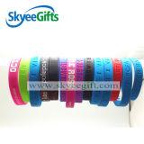 La couleur de Debossed a rempli/bracelet estampée de silicones avec le prix bon marché
