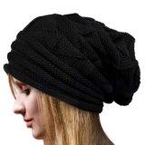 La croix Slouchy tricotée chaude de l'hiver de l'automne des femmes recouvre le chapeau tordu de câble tressé par Beanie (HW107)