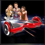 """Auto das rodas da forma dois que balança o """"trotinette"""" elétrico Hoverboard"""