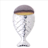 Cepillo Shaped del maquillaje de la escritura de la etiqueta privada de la sirena de los pescados del pelo con el casquillo