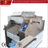 Produção automática comercial da massa de pão de pastelaria do sopro que dá forma fazendo a máquina