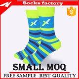 Großhandelsform-trifft kundenspezifisches Mann-Kleid glückliche Socken hart