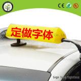 Верхняя часть СИД таксомотора крыши автомобиля рекламируя светлую коробку