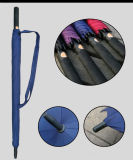 自動開いた防風の黒いゴルフ傘