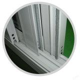 Camera moderna che fa scorrere finestra di alluminio con il vetro temperato