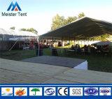 خارجيّة يستعمل معرض خيمة لأنّ عمليّة بيع