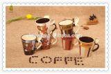 中国様式のギフト用の箱のスプーンが付いている陶磁器のコーヒー・マグ