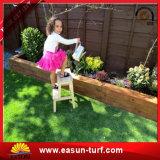 Erba di moquette sintetica del tappeto erboso di uso dell'erba artificiale spessa popolare della decorazione