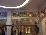 Escaliers en cuivre + balustrade en bois avec finition finition différente