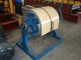 La couleur a glacé le roulis en acier de tuile formant la machine