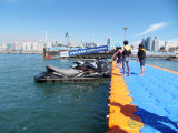 Muelles flotantes del barco del HDPE