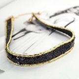 女性のためのハンドメイドのかぎ針編みのスパンコールのチョークバルブのネックレスが付いている黒いピンクのビロード