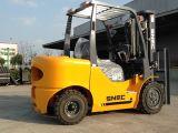 Levage de Philippines avec le mât triple chariot élévateur de diesel de 3.0 tonnes