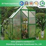 Pequeño invernadero usado cubierta plástica para el establecimiento del jardín