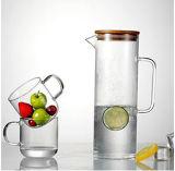 Brocca di vetro della brocca di acqua con il coperchio