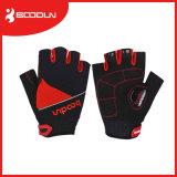 通気性の手によって保護されるバイクのスポーツの手袋のためのスポーツの手袋をカスタマイズしなさい