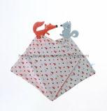 아기 뜨개질을 하는 직물 다람쥐 Snuggler 손수건