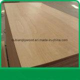 Utilisation intérieure de faisceau de peuplier de contre-plaqué de face de bois dur