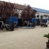 Sistema de riego de manguera con agua para la agricultura de riego
