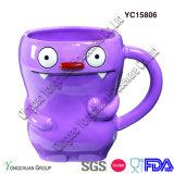 Taza de café púrpura pintada a mano