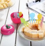 Forkes plásticas prácticas y coloridas de la fruta en la dimensión de una variable de Apple