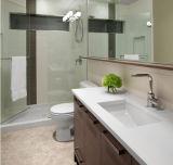 Parte superiore di pietra di marmo artificiale su ordine di vanità del bagno